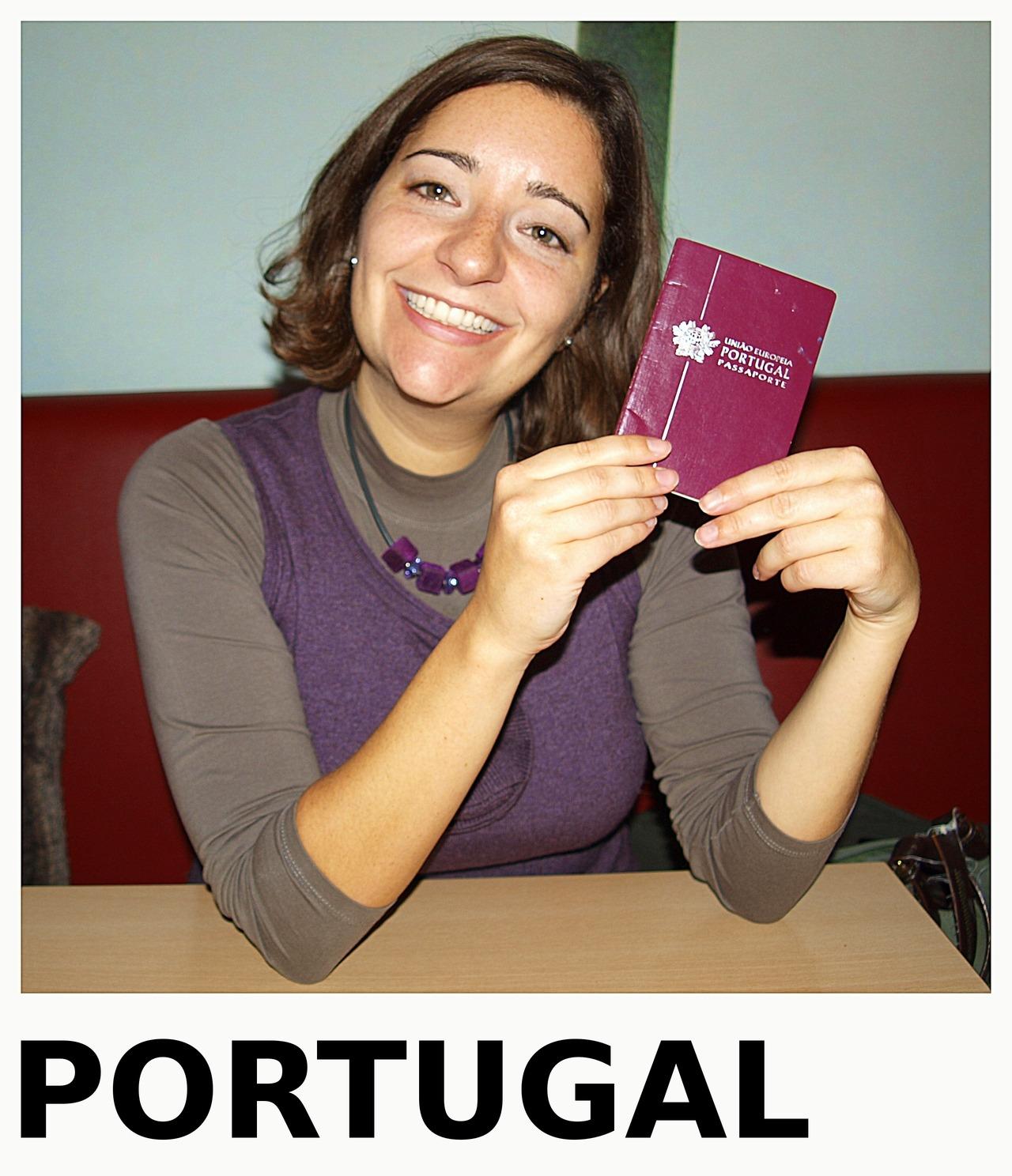 """Wann und wo sind Sie geboren?Geboren wurde ich am 28. Mai 1979 in Lissabon, Portugal.Welche Staatsangehörigkeit haben Sie? Ich habe die portugiesische Staatsangehörigkeit. Seit wann leben Sie in Hannover?Seit Oktober 2010.Warum sind Sie nach Hannover gekommen?Ich bin wegen meiner Arbeit nach Hannover gekommen. Bis Herbst 2010 habe ich in Brüssel für ein Unternehmen gearbeitet, das auch einen Standort in Hannover-Stöcken hat. Nach insgesamt fünf Jahren in Brüssel wollte ich woanders hin. Zur Auswahl standen Deutschland, Brasilien und Mexiko. Brasilien und Mexiko waren mir zu weit entfernt, deshalb habe ich mich für Deutschland entschieden. In Deutschland war ich vorher schon ein paar Mal auf Geschäftsreise. Währenddessen habe ich auch einige Wörter Deutsch gelernt: """"ach so"""", """"genau"""", """"echt"""" und """"na"""". Sehr nützlich, denn mit diesen vier Wörtern kann man an einer Konversation teilnehmen ohne ein weiteres Wort Deutsch zu verstehen. Allerdings nur solange man selber nicht aktiv erzählen muss. Ich habe das auf einer Geschäftsreise in München ausprobiert. Und ich war tatsächlich so überzeugend, dass meine Kollegen gedacht haben, ich könne Deutsch sprechen. Mittlerweile kann ich das auch, damals in München aber bestand mein deutscher Wortschatz aus besagten vier Wörtern. Was ist für Sie typisch hannoveranisch?Ich kann nicht unbedingt zwischen hannoveranischen und deutschen Gepflogenheiten differenzieren. Ich habe eine gewisse Zeit in München verbracht und sehe durchaus die kulturellen Unterschiede zwischen Süd- und Norddeutschen. Ich kann aber nicht sagen, was davon typisch für Hannover ist.Und was empfinden Sie als typisch deutsch?Bratwurst und Currywurst – eigentlich Wurst in jeder Form. Wie sehr die Deutschen ihre Wurst lieben, habe ich bemerkt, nachdem ich im Frühjahr in Hannover einen Halbmarathon gelaufen bin. In Belgien bekam ich nach dem Lauf Saft und Kekse, in Portugal bekam ich Obst und Eis. In Hannover hingegen, gab es für die Läufer Bier und Wurst. Seitdem gehe """