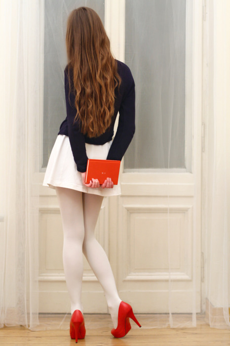 фото девушек в колготках в белых
