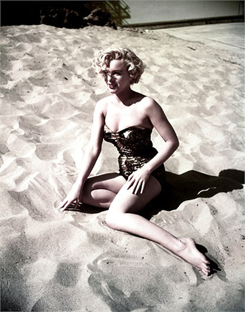 suicideblonde:  Marilyn Monroe photographed by Earl Theisen in 1951