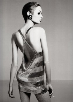 suicideblonde:  Twiggy photographed by Richard Avedon in 1967
