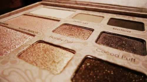 livewithlotsofstyle:  Too Faced palette. :)