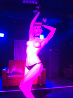The final pose of my act last night at the Erotica Winter Ball… Wearing lovely Atsuko Kudo Latex!