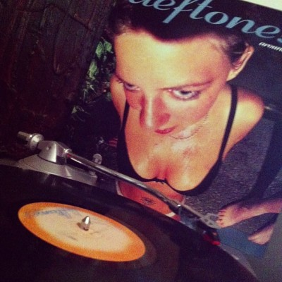#nowlistening to #deftones 'around the fur' LP. #vinyl #vinyligclub #records #LPs #nowplaying #aroundthefur