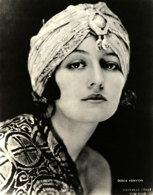 queensofvintage:  How amazing is this 20s turban?