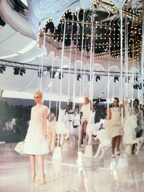 godsaveleemcqueen:  chanel-lane:  sarahdelrey:  the carousel at Louis Vuitton SS 13  loved this show so much  *SS 12