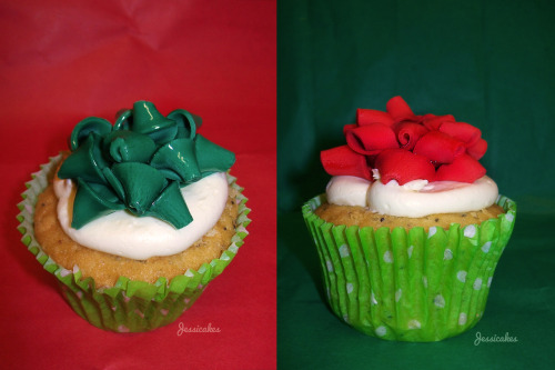White chocolate and poppyseed cupcakes, nicely wrapped with a fondant gift bow.