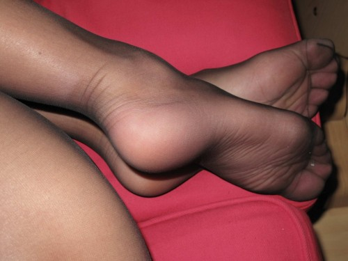 mphoseluv:  super sexy feet and pantyhose