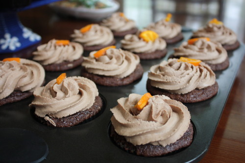 I made these chocolate cupcakes with mandarin zest and chocolate buttercream frosting with a candied mandarin today.