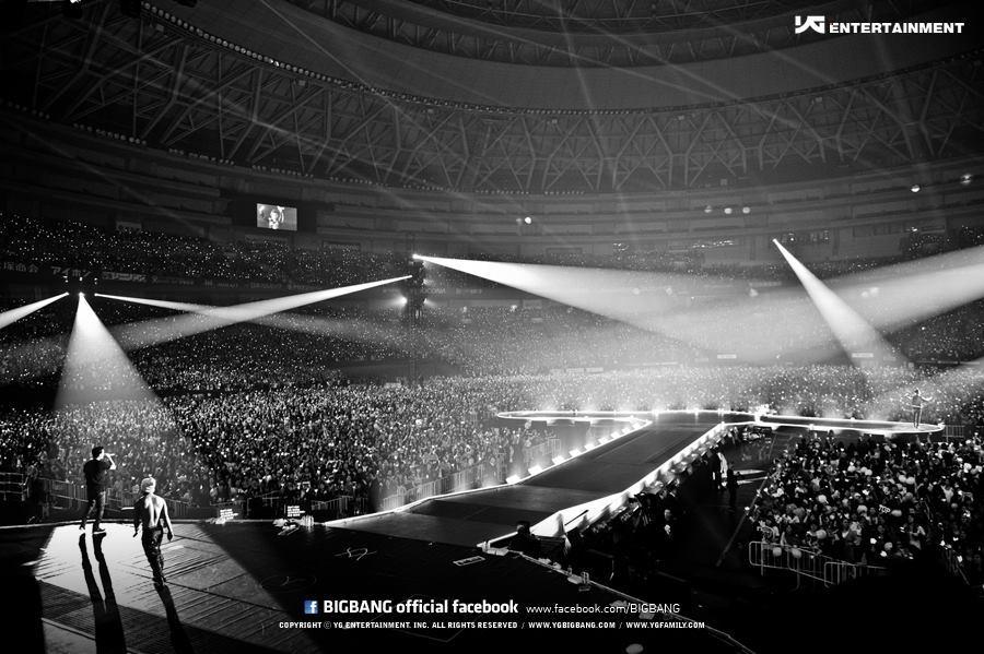 [Pics] Fotos oficiales del Alive Tour 2012 - Special Final In Dome (Osaka, Japón)~  Tumblr_me2xdgdvOA1rt0v7do3_1280