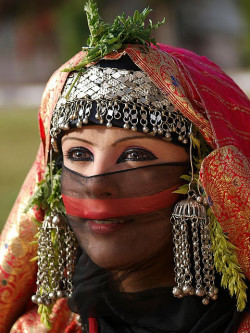 visitheworld:  Yemeni girl wearing a traditional bride costume (by Khalid Alkainaey).