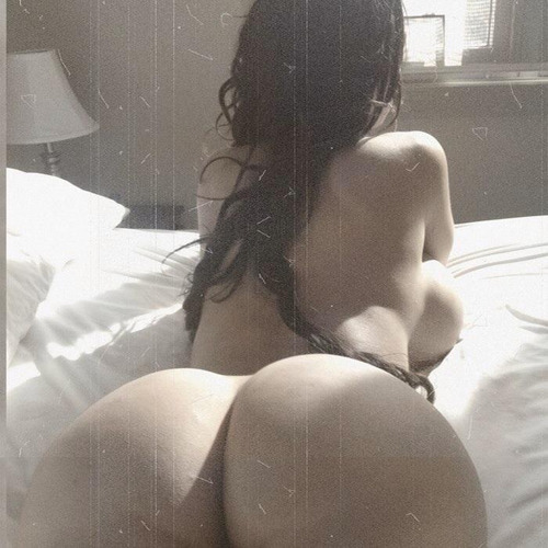 luvpusc:  beautifulandthick:  lovecurvygurls:  Look at the curves on that body!  yep!  Yeah, I'd pee in her butt.