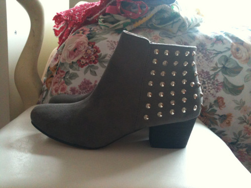 New shoes!!! I love studs on shoes so much and these grey suede ankle boots look amazing with them!!! I would wear them with some black or white cropped pants so that there is some ankle showing and a retro rock tank top and simple block colour clutch.