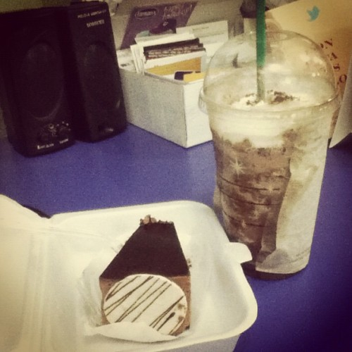 Dolly sin and dark mocha for merienda while waiting for @clarencecanlas :) #claudettes #starbucks #darkmocha #chocolate #cake #sweets #dessert #food  (at Cityland Herrera Tower)