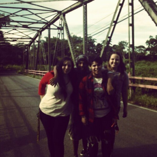 With le peeps at le old bridge :')