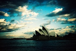 lomographicsociety:  Explore Lomography Nearby - Newnes Plateau, New South Wales, Australia  Over paar maandjes:)