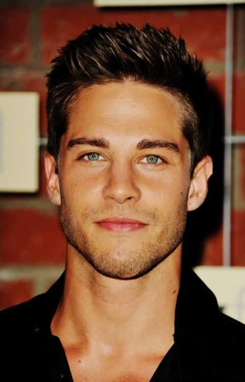 digginthatdude:  CELEBRITY APPRECIATION MONTH : Dean Geyer