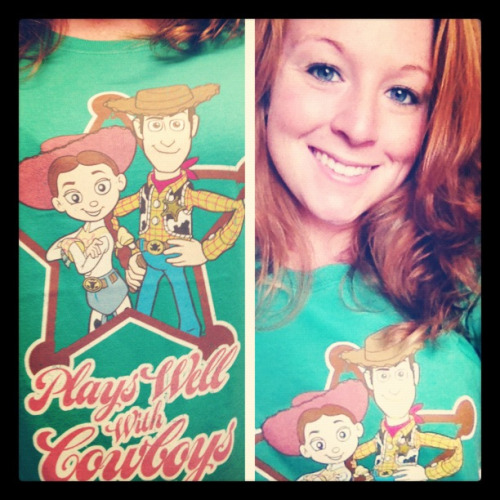 k7ellen:  Obsessed with my new shirt  I wantz that shirt 8D