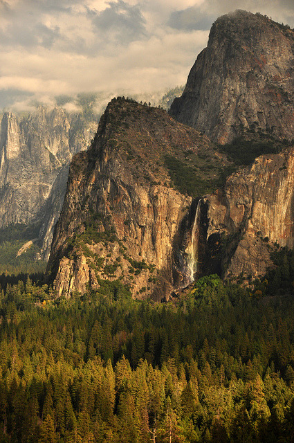 wild-earth:  Bridal Veil Falls from the tunnel view outlook, Yosemite National Park, USA (by Jeff_56)