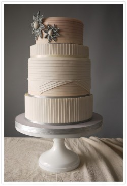 cakeapothecary:  The subtle use of color and texture on this cake is beautiful.