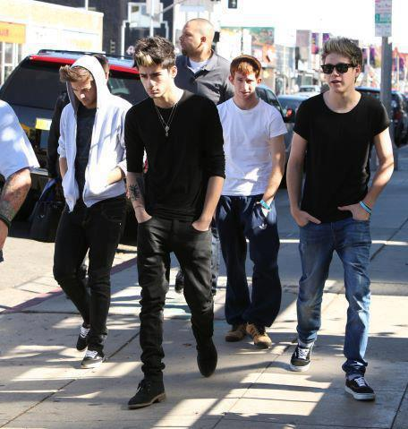 The way Zayn is walking in this photo, he is such a poser but I love him :')
