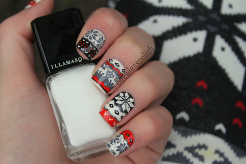 nailsbycoewless:  Reindeer nails (inspired by leggings) on Flickr. Inspired by a pair of leggings from Iwearsin.www.coewlesspolish.wordpress.com