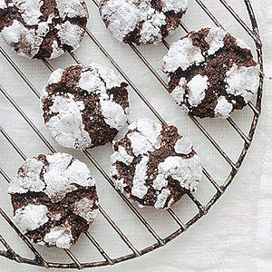Daily Bite: These Dark Chocolate-Ginger Crinkle cookies are perfect for any holiday table!