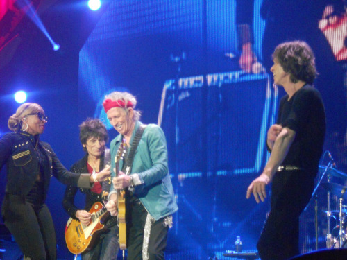 CE 25 NOVEMBRE 2012 A O2 ARENA, LONDRES, MARY J. BLIGE, RON WOOD, KEITH RICHARDS et MICK JAGGER trudiesledge:  The Rolling Stones + Mary J. Blige 25th November 2012 The O2, London