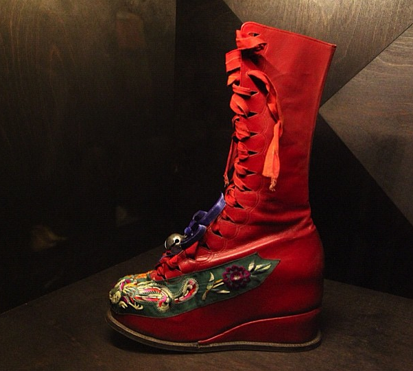 Frida Kahlo, Her Real Look, On Display In Mexico Frida's red right boot… ah, red… just like me. <3