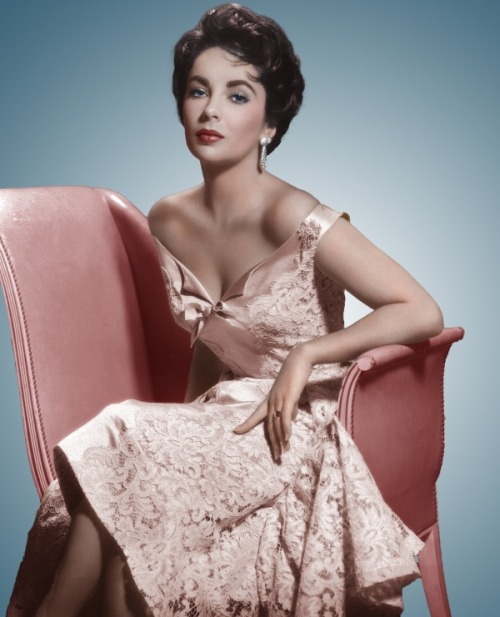achingly beautiful Liz luckymag:  theniftyfifties:  Elizabeth Taylor  Yes.