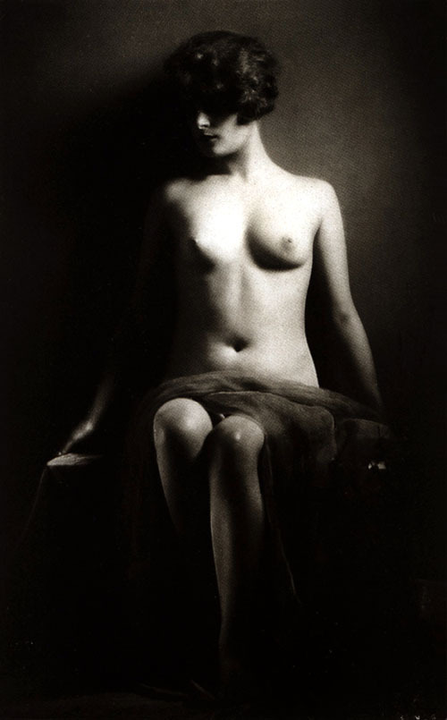 "soyouthinkyoucansee:  Soyouthinkyoucansee Vintage ""chiaroscuro"" technique 1920"