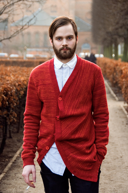 urbanemenswear:  I love the construction of this knit! Plus the club collar underneath is perfect.