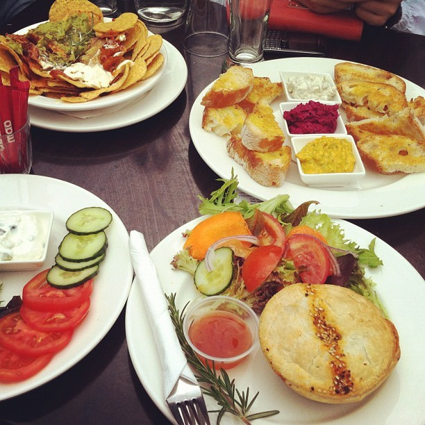 Our #lunch at mornington: #nachos , #lamb #kofta , #chicken #pie , dips and #salad 🐔🍟🍅