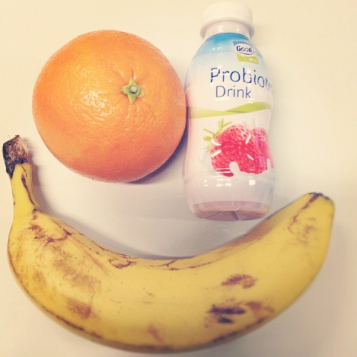 Breakfast on the go  #simple #clean #meals #orange #yogurt #banana #instafood #healthy #foodporn #instamood #early #class (at Universität Oldenburg)
