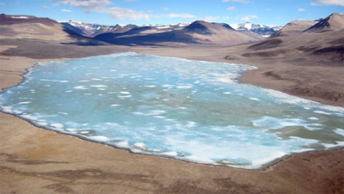 Ancient microbes flourish beneath Antarctic lake sealed under iceScientists were surprised to find not only high-levels of carbon-based compounds but chemicals like nitrous oxide and molecular hydrogen as well.