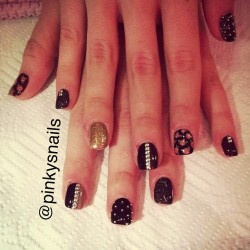 pinkysnails:  Black and brown studded mani by @allisonmdavey !