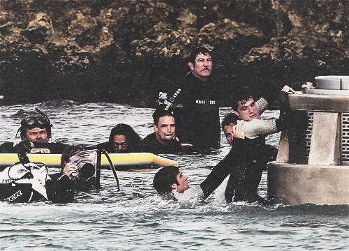 Aside from Josh's stupid facial expression.. OMG THIS IS WHEN FINNICK SAVES PEETA BECAUSE LOOK THE CAMERA'S ARE FILMING THEM AND even though Josh looks weird maybe he's trying to express fear because obviously he doesn't know Finnick is helping him so he's trying to hold onto the pedestal maybe.