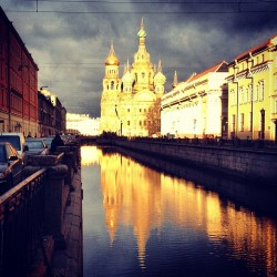 Magic hour at the Church of Our Savior on Spilled Blood - so about 3:30 PM. (at St. Petersburg, Россия)