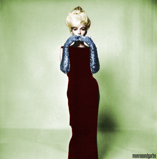 Marilyn Monroe photographed by Bert Stern in 1962. Coloured by me:)