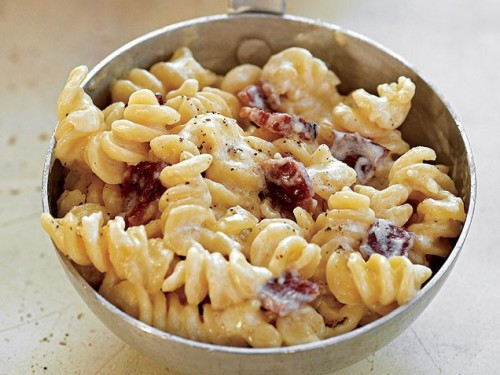 chronicstumblerrecipes:  [Bacon and Cheddar Macaroni and Cheese]