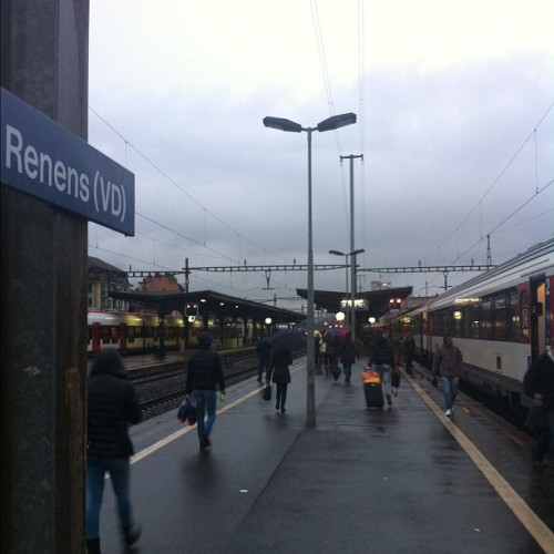 Deuxième étape #renens ##gare #cff #train #sign #switzerland #rain #rainyday  (at Gare de Renens)