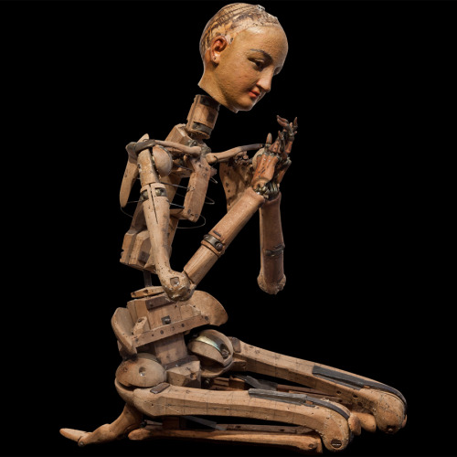 neil-gaiman:  An articulated artist's model from France c 1860-1880…