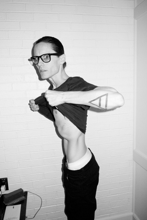 terrysdiary:  Jared Leto at my studio #2  The bulge from his spleen (and possibly his liver) is sexy.