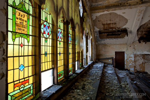 detroiturbex:  Stained glass windows at Calvary Presbyterian Church.