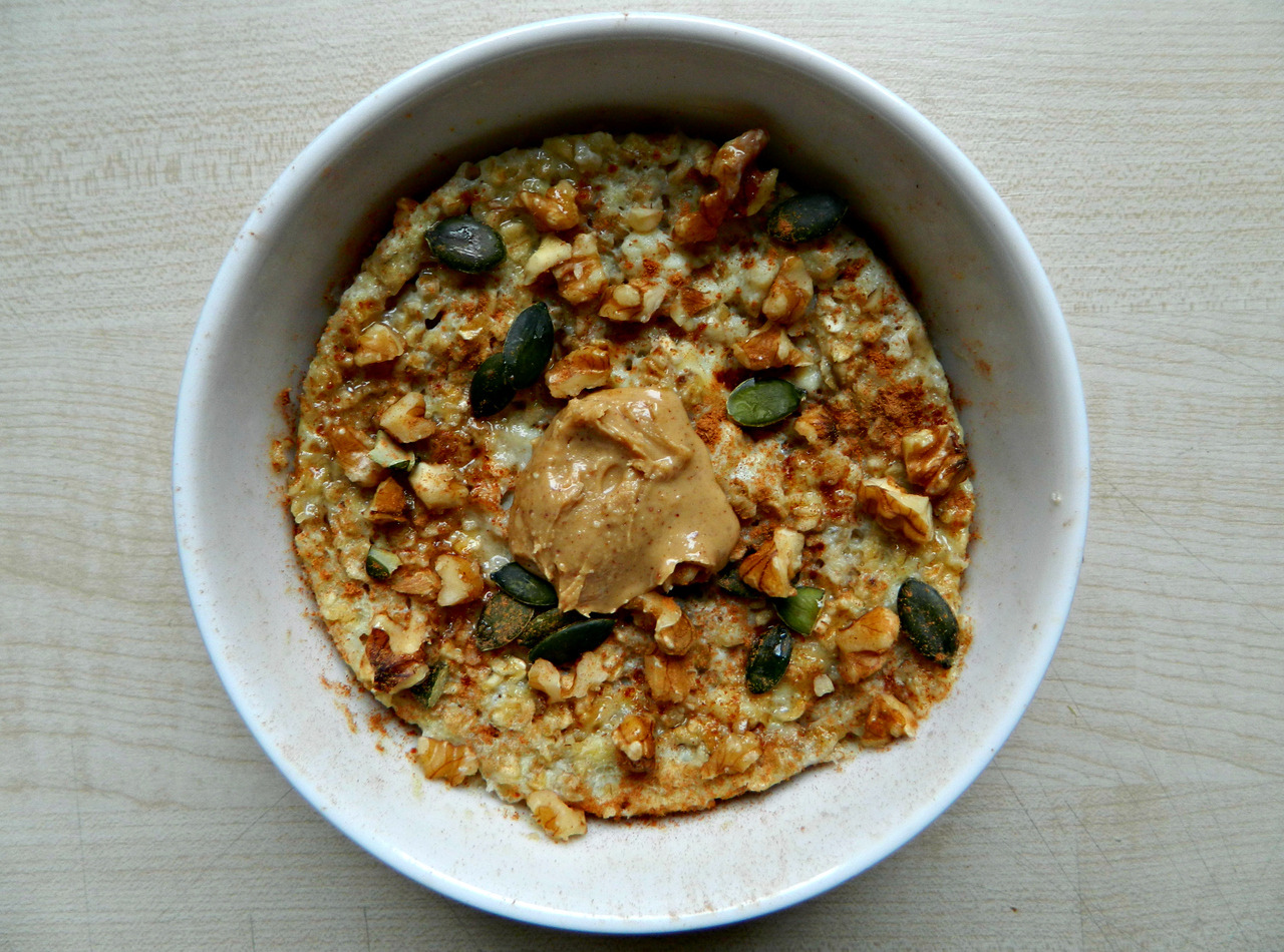 '5 Minute Baked Banana Oatmeal' with cinnamon, crushed walnuts, pumpkin seeds, all natural peanut butter and a drizzle of agave.