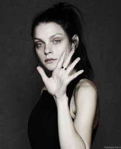 Jessica Stam wore the B.zero1 ring to help raise funds for the @Bulgari @Save the Children Campaign.