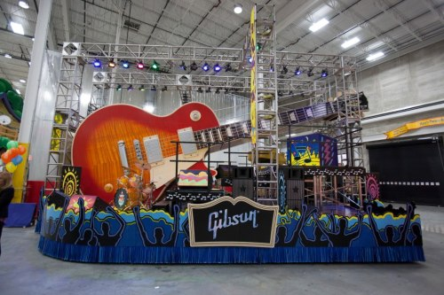 We hope everyone had a great Thanksgiving! Did you see Gibson's Les Paul float in the Macy's Parade?