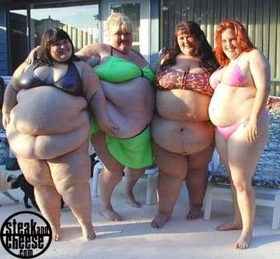 felttipsandcrayons:  Just me and ma gals on hols. It was December but we're 'well insulated'.  DAMN  BABY GOT FRONT BACK AND SIDE TO SIDE