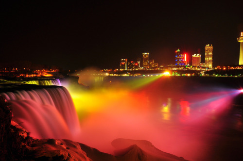statravelus:  Did you know a light show happens every night at Niagra Falls? It's pretty cool.   I love my home