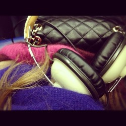 On a train. #igers #igerslondon #instagood #instamood #headphones #retro #style #colors #winter