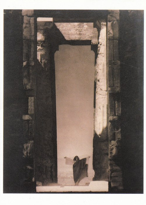 Edward Steichen - Isadora Duncan at the Portal of the Parthenon (1920)